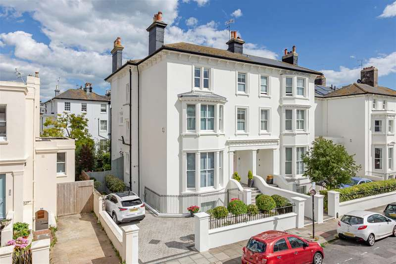 6 Bedrooms Semi Detached House for sale in Medina Villas, Hove