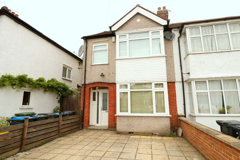 4 Bedrooms End Of Terrace House for sale in Lakehall Gardens, Thornton Heath, CR7