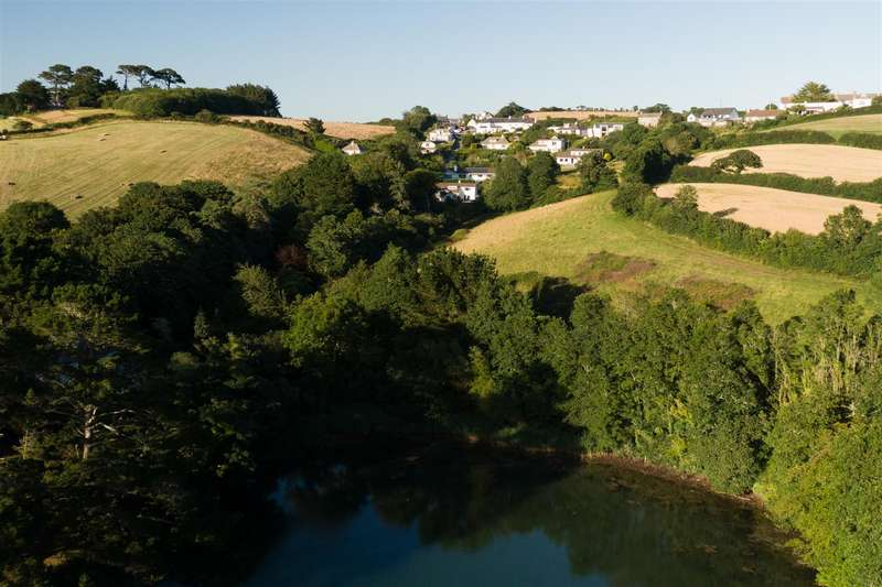 4 Bedrooms Detached House for sale in St. Just In Roseland, Truro