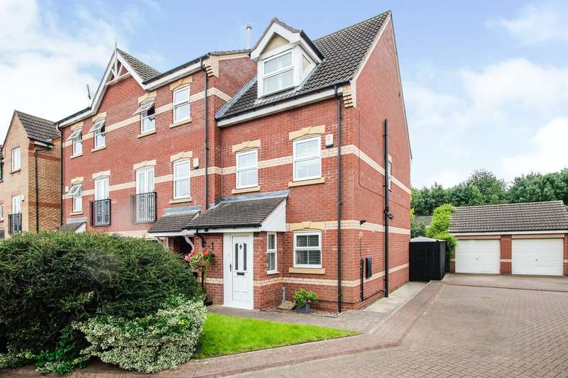3 Bedrooms Town House for sale in Coniston Drive, Doncaster, South Yorkshire, DN4