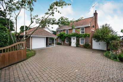 4 Bedrooms Detached House for sale in Ludham, Gt Yarmouth, Norfolk