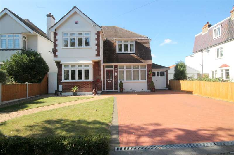 4 Bedrooms Detached House for sale in Lancaster Gardens West, East Clacton