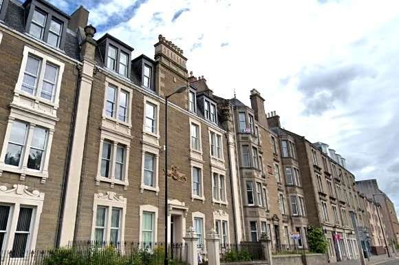 2 Bedrooms Flat for rent in Hawkhill, West End, Dundee, DD2
