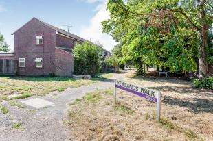 4 Bedrooms End Of Terrace House for sale in Yewlands Walk, Ifield, Crawley, West Sussex