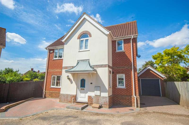 4 Bedrooms Detached House for sale in Acer Grove, Old Springfield, Chelmsford, CM1