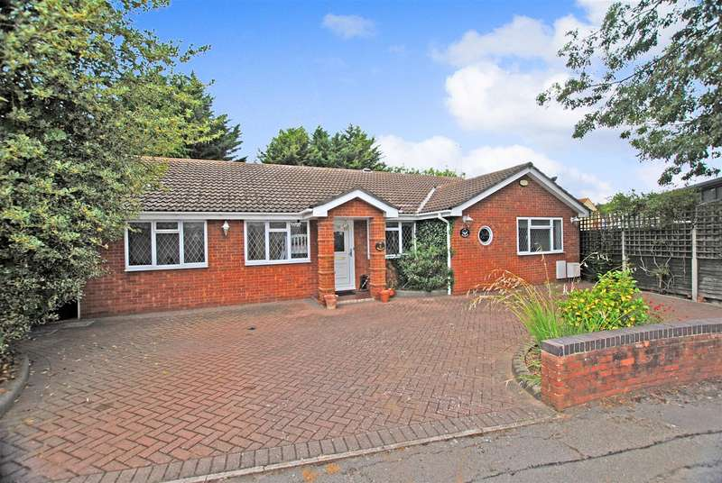 4 Bedrooms Detached Bungalow for sale in Finchfield, Rayleigh