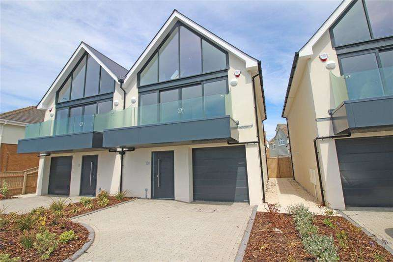 3 Bedrooms Semi Detached House for sale in Hurst Road, Milford On Sea, Lymington, Hampshire, SO41