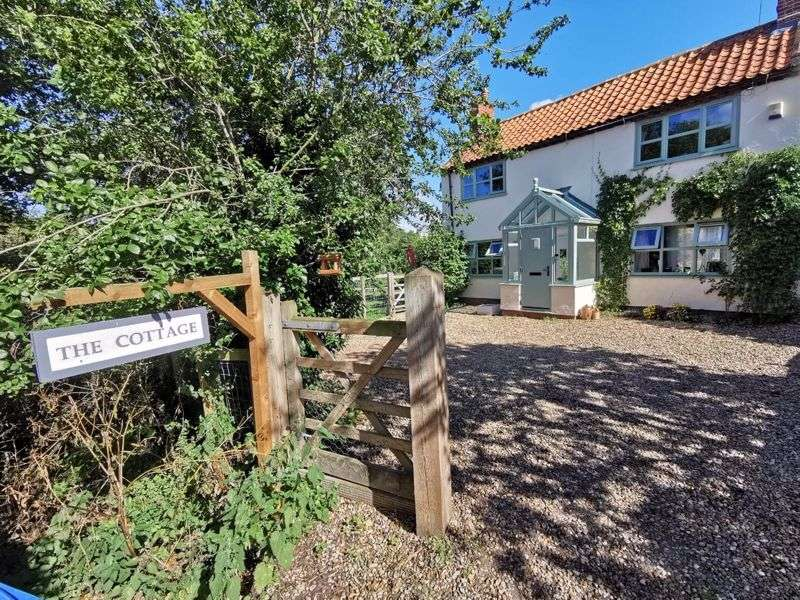 3 Bedrooms Property for sale in The Hills, Beccles