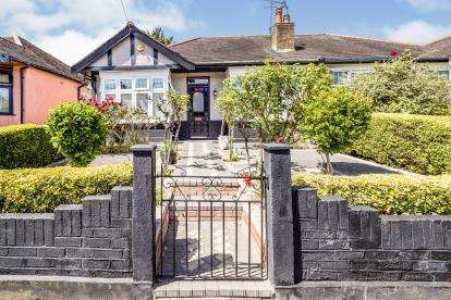 2 Bedrooms Bungalow for sale in Woodford Green