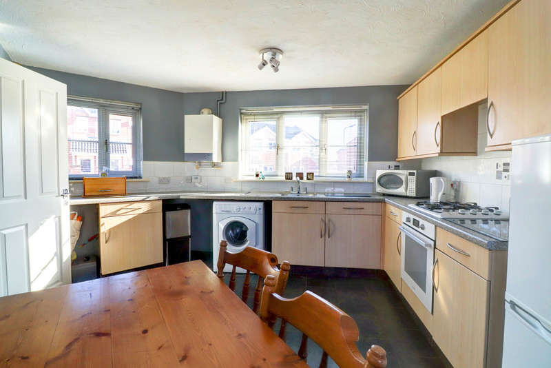 3 Bedrooms Semi Detached House for sale in Stirling Way, Sheffield