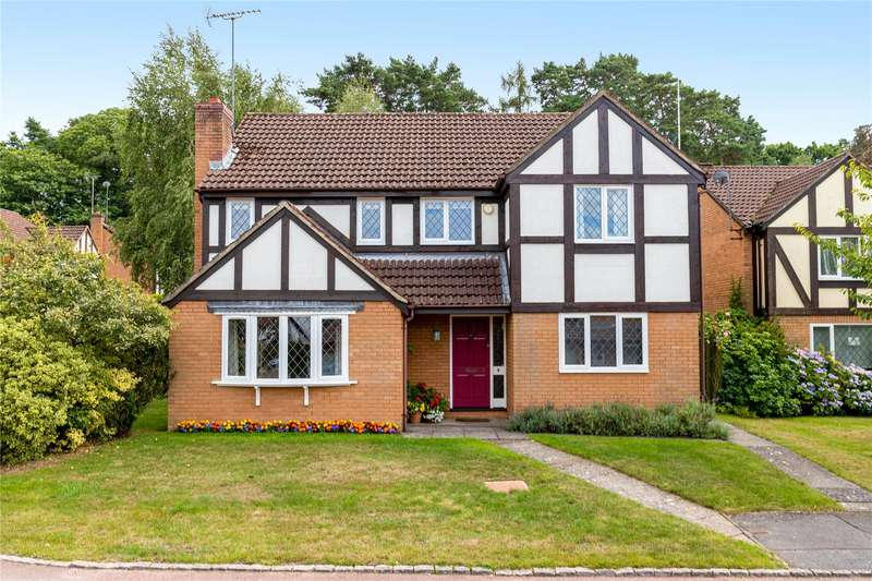 4 Bedrooms Detached House for sale in Hollyhook Close, Crowthorne, Berkshire, RG45