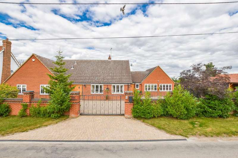 4 Bedrooms Detached House for sale in Spinney, Gransmore Green, Felsted, Dunmow
