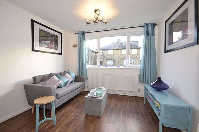 2 Bedrooms Property for sale in Clydesdale Road, Hornchurch