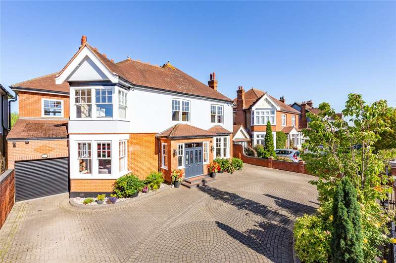 5 Bedrooms Detached House for sale in Engayne Gardens, Upminster, RM14