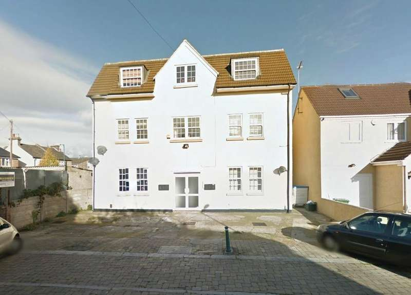 2 Bedrooms Flat for rent in King Edward Road, Waltham Cross, Hertfordshire