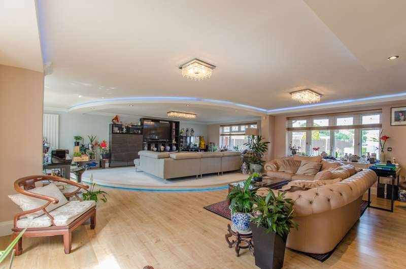 5 Bedrooms Detached House for sale in Corton Close, Stevenage, Hertfordshire, SG1