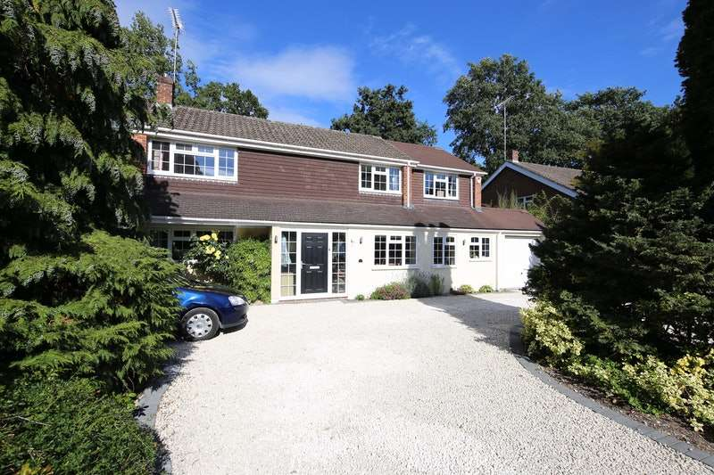 5 Bedrooms Detached House for sale in Bramley Grove, Crowthorne, Berkshire, RG45