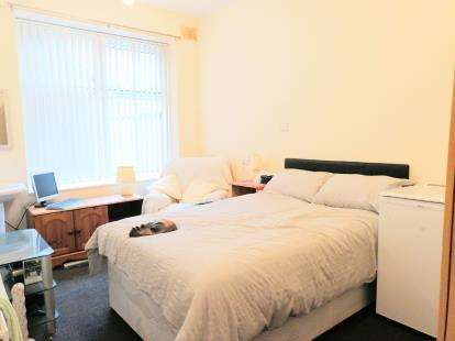 House for sale in Ashton Road, Oldham, Greater Manchester