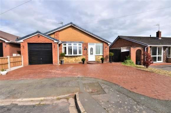 3 Bedrooms Property for sale in Ffordd Tegid, Wrexham