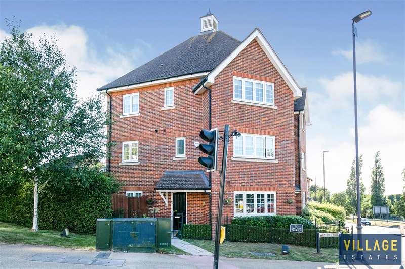 4 Bedrooms End Of Terrace House for sale in Watford Road, Elstree