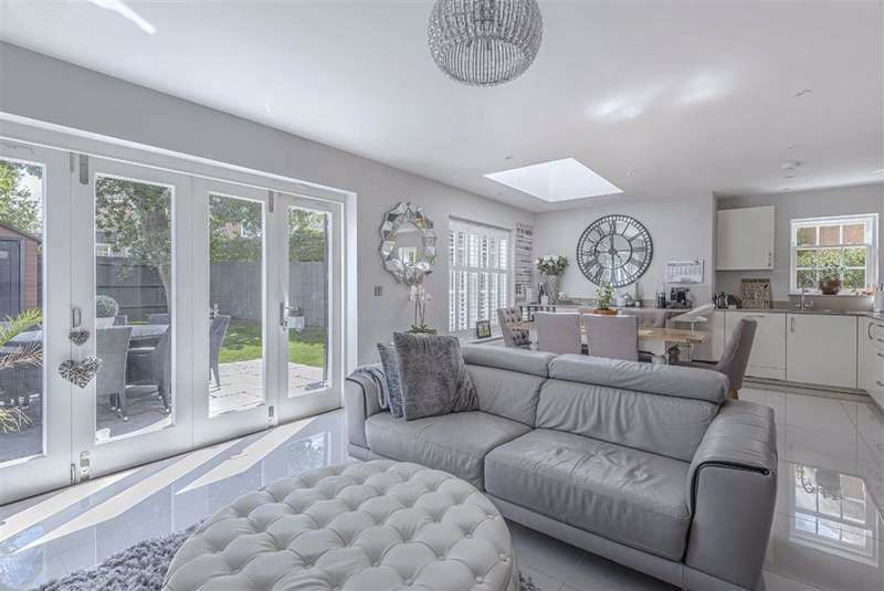 4 Bedrooms House for sale in Queen Adelaide Mews, Radlett, Hertfordshire