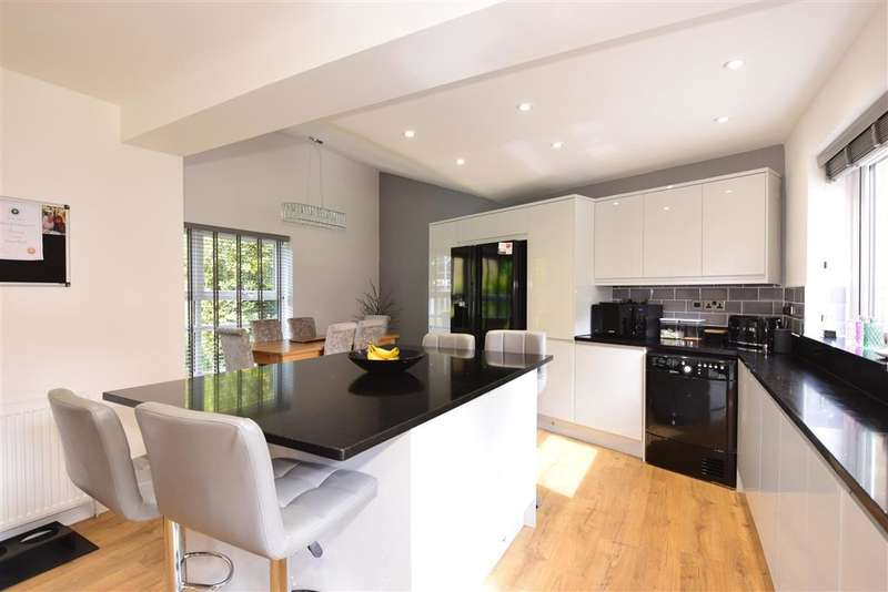 4 Bedrooms Link Detached House for sale in Lambardes, , New Ash Green, Longfield, Kent