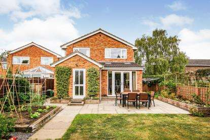4 Bedrooms Detached House for sale in Charles Close, Thornbury, South Gloucestershire