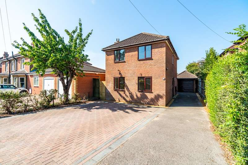 3 Bedrooms Detached House for sale in Church Road, Warsash, Southampton, Hampshire. SO31 9GD