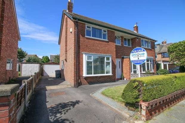 3 Bedrooms Semi Detached House for sale in Inglewood Grove, Bispham, FY2