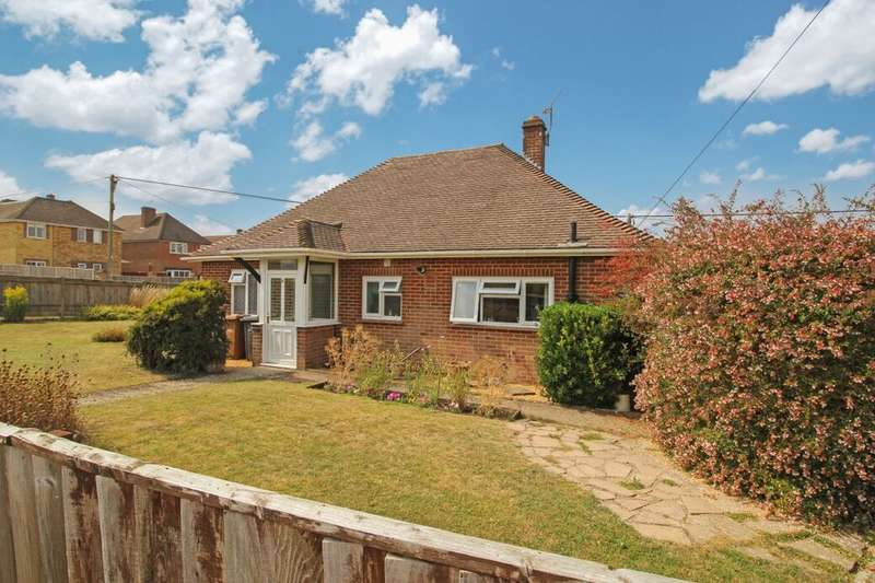 2 Bedrooms Detached Bungalow for sale in Highlands Road, Andover, SP10