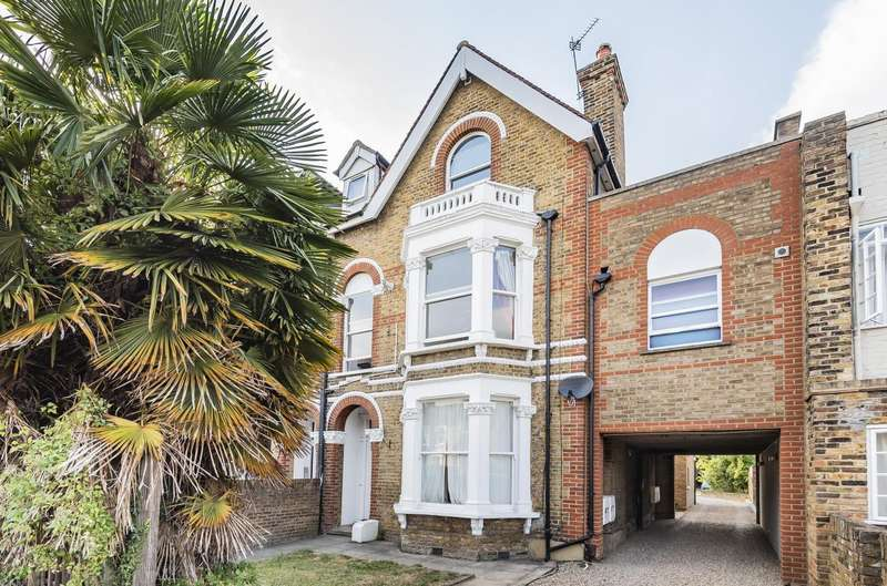 2 Bedrooms Ground Flat for sale in Queens Road, Wimbledon, SW19