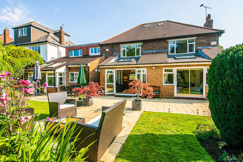6 Bedrooms Detached House for sale in Bents Drive, Bents Green