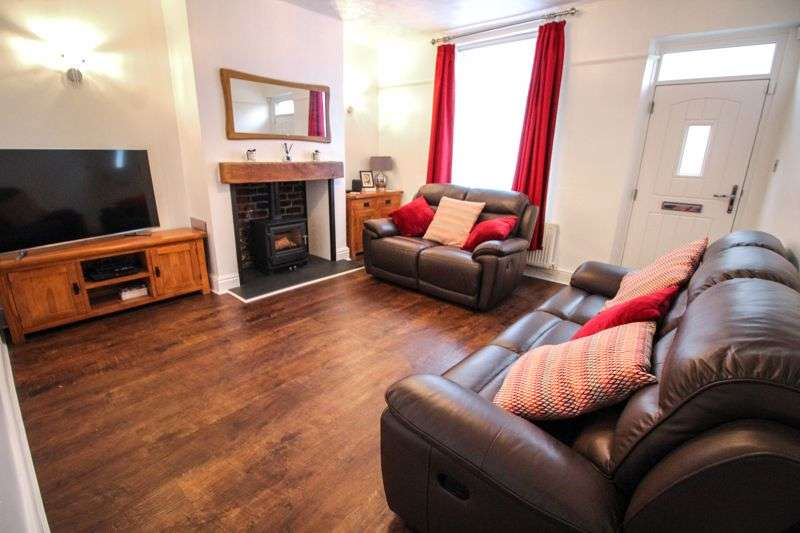 2 Bedrooms Property for sale in Holcombe Road, Bury