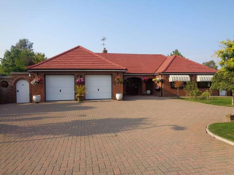 3 Bedrooms Detached Bungalow for sale in Delph Fields, Long Sutton, PE12 9BJ