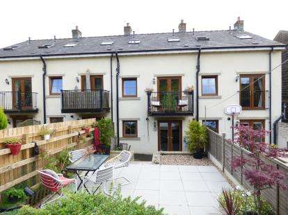 3 Bedrooms Terraced House for sale in Burnley Road, Cliviger, Burnley, Lancashire
