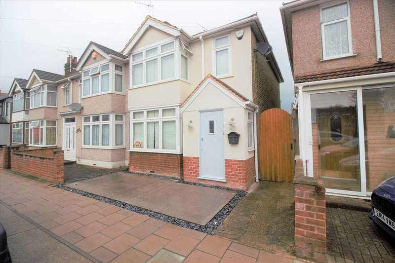 3 Bedrooms End Of Terrace House for sale in Marlborough Road, ROMFORD