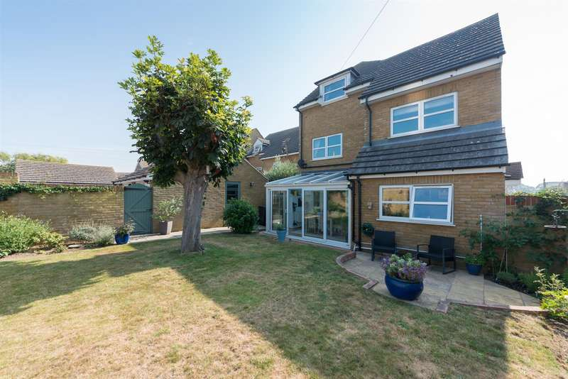 3 Bedrooms Semi Detached House for sale in Egbert Road, MINNIS BAY