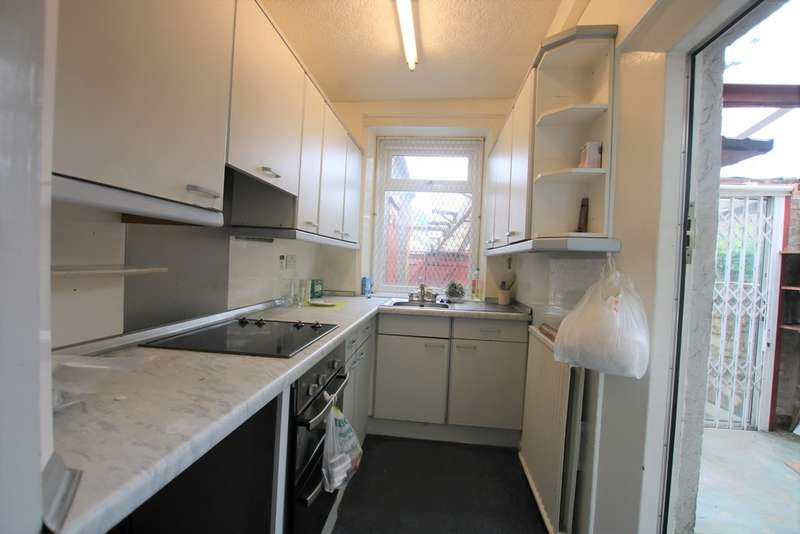 2 Bedrooms Terraced House for sale in Roman Road, Whinny Heights, Blackburn