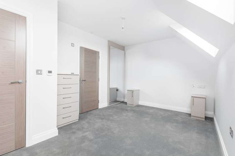 3 Bedrooms Flat for sale in Phoenix House, Harrow, HA1