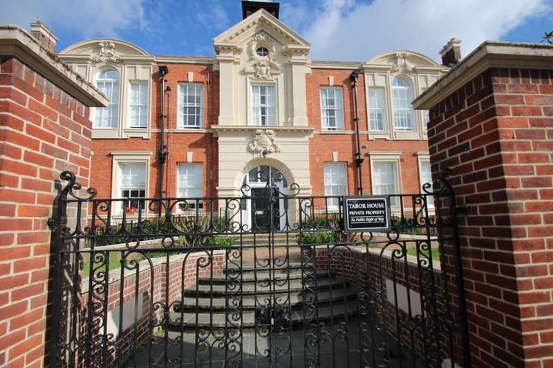 2 Bedrooms Apartment Flat for sale in Tabor House, Braintree