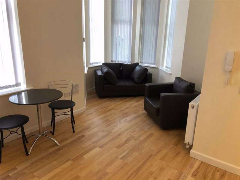 2 Bedrooms Flat for rent in 78 Northumberland Road, Old Trafford