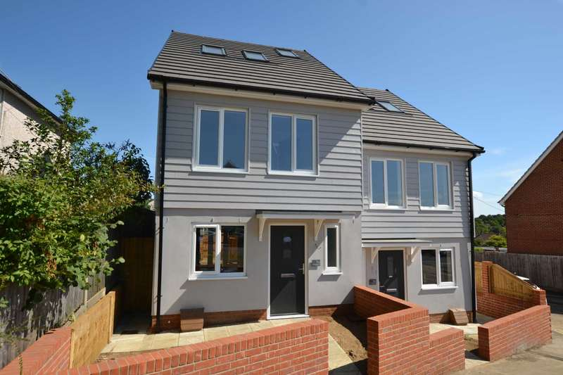 3 Bedrooms Semi Detached House for sale in Chalet Hill, Bordon, Hampshire, GU35