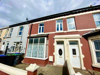 4 Bedrooms Flat for sale in St. Heliers Road, Blackpool, Lancashire, FY1