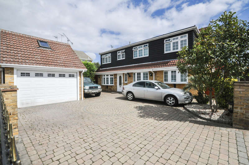 4 Bedrooms Chalet House for sale in Church Road, Thundersley