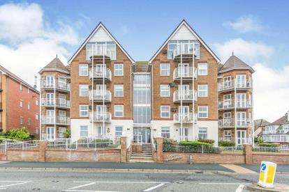 2 Bedrooms Flat for sale in 40 Marine Parade West, Clacton On Sea, Essex