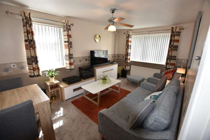 2 Bedrooms Flat for sale in Turnors, Harlow