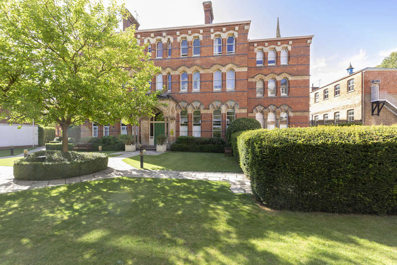 1 Bedroom Flat for sale in St. Georges Place, Cheltenham GL50 3PX