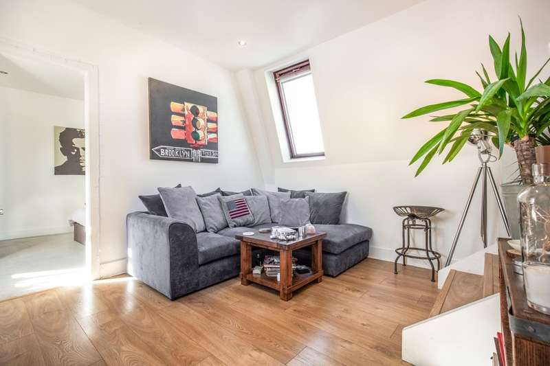 1 Bedroom Flat for sale in Adams House, Market Street, Hertford, Hertfordshire, SG14