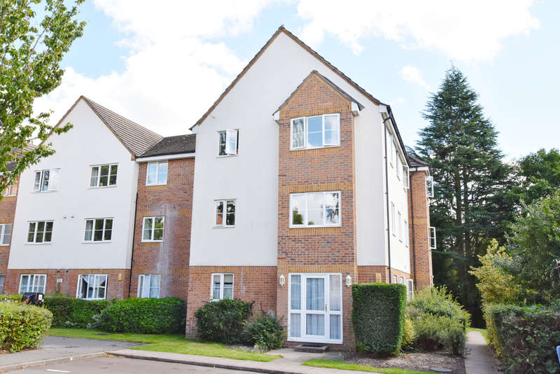 2 Bedrooms Flat for sale in Branscome House, Gisburne Way