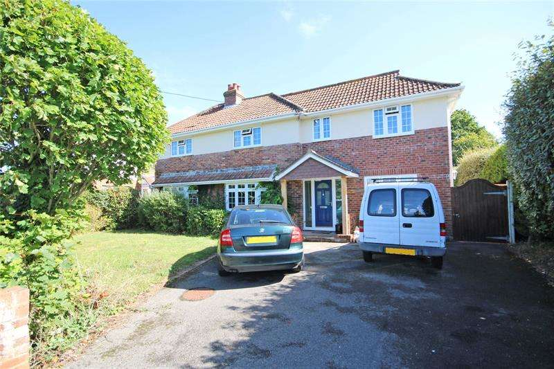 5 Bedrooms Detached House for sale in Fir Avenue, New Milton, Hampshire, BH25